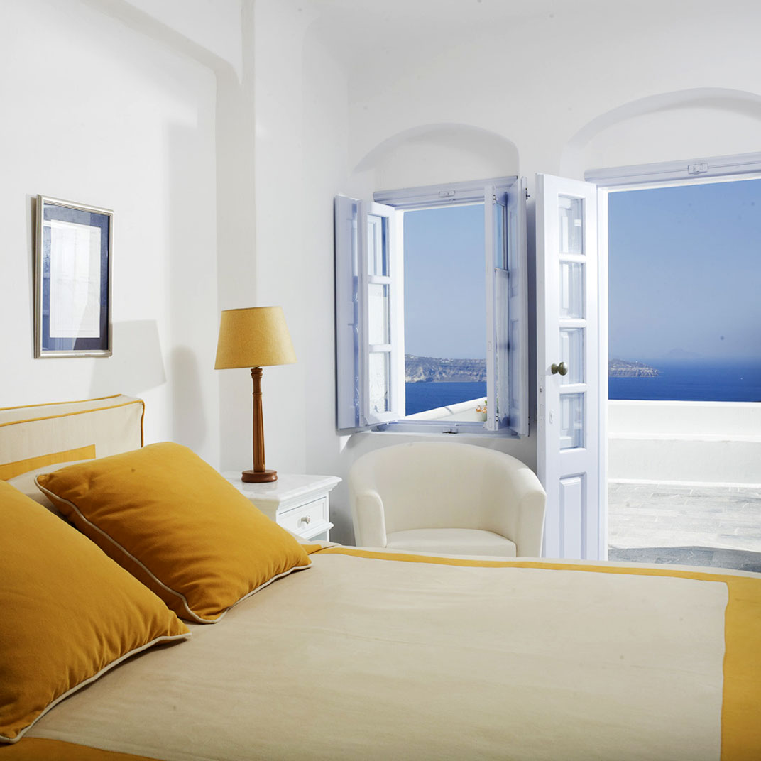 Aigialos santorini greek islands 15 hotel reviews for Tablet accommodation